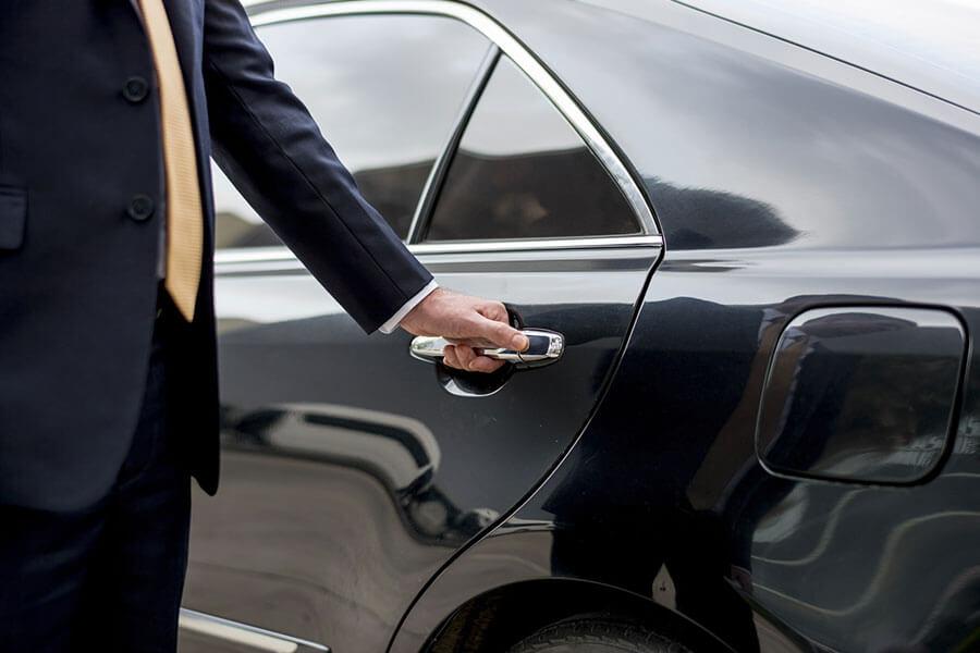 Fahrservice & Werttransport | Wir bieten geschützte Beförderung von Personen und Wertgegenständen | Laris Security